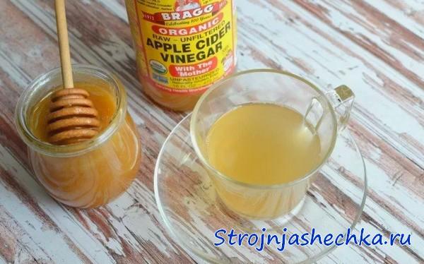 Напиток из меда и яблочного ускуса